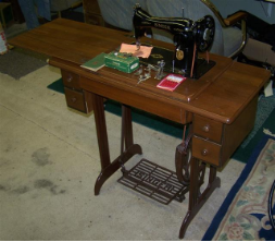 SINGER 15-90 TREADLE SEWING MACHINE