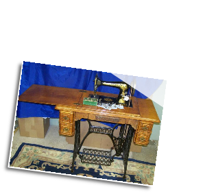 SINGER 27 LONG SHUTTLE TREADLE SEWING MACHINE