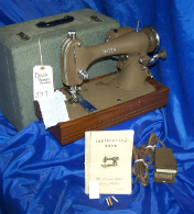 DAVIS REVERSEW ELECTRIC LONG SHUTTLE SEWING MACHINE